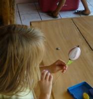 Ostereier bemalen - mit Wachsmalstiften